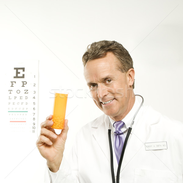 Stock fotó: Orvos · tart · tabletta · üveg · kaukázusi · férfi · orvos