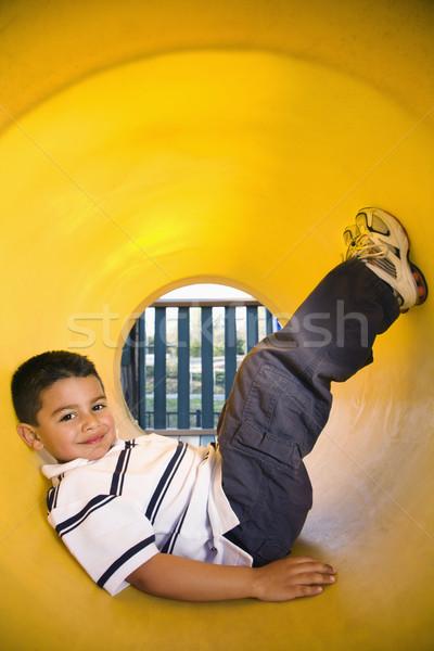 Foto stock: Rastejar · tubo · recreio · menino