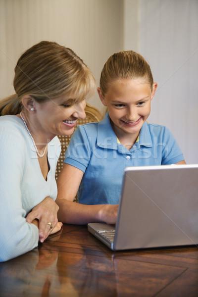 Anne kız kafkas kadın kız dizüstü bilgisayar kullanıyorsanız Stok fotoğraf © iofoto