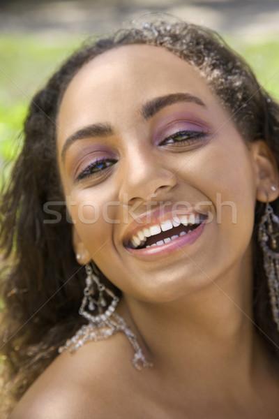 Mulher jovem risonho africano americano mulher contato com os olhos Foto stock © iofoto