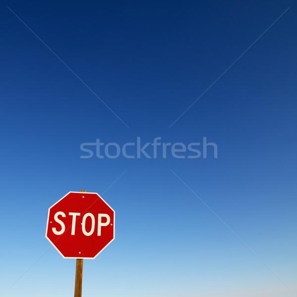 Senal de stop bajar esquina cielo azul todo alrededor Foto stock © iofoto