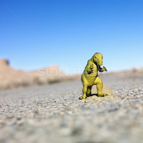 Speelgoed dinosaurus weg midden oog straat Stockfoto © iofoto