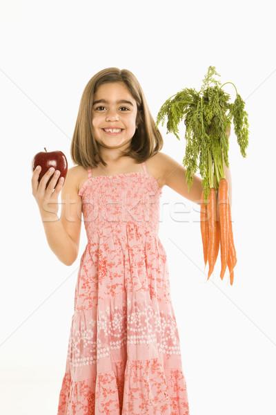 Lány tart zöldségek mosolyog köteg répák Stock fotó © iofoto