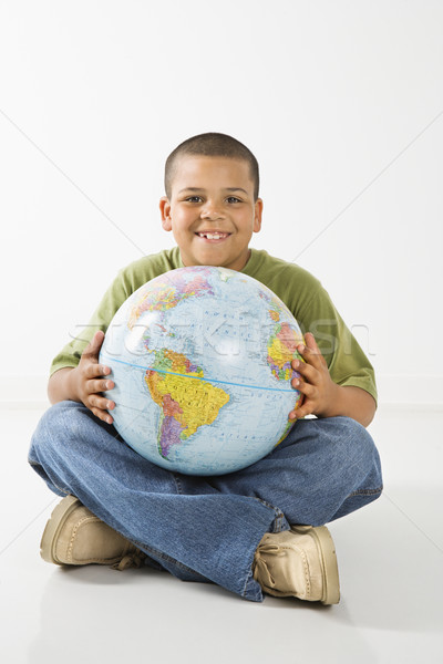 Glimlachend latino jongen wereldbol jonge Stockfoto © iofoto
