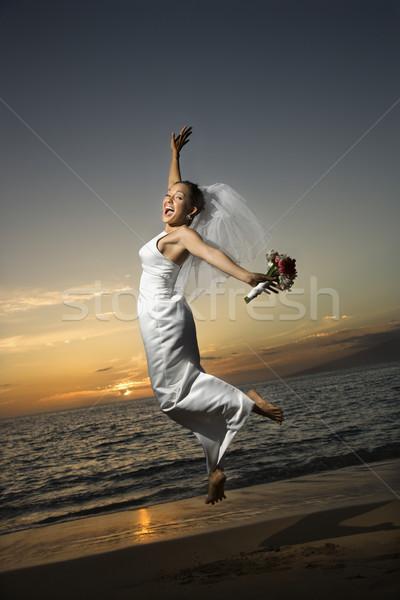 Stockfoto: Bruid · springen · strand · vrouwelijke · kaukasisch