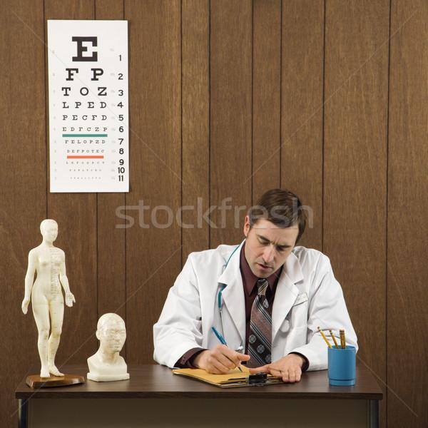 Сток-фото: врач · Дать · столе · кавказский · мужской · доктор · сидят