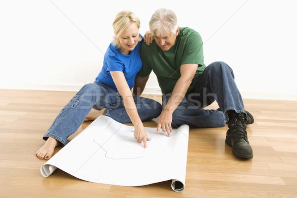 Homme femme regarder blueprints couple Photo stock © iofoto