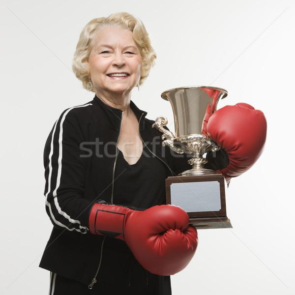Mujer trofeo caucásico altos guantes de boxeo Foto stock © iofoto