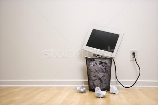 Foto stock: Computador · cesto · de · lixo · monitor · de · computador · para · cima · papel · negócio