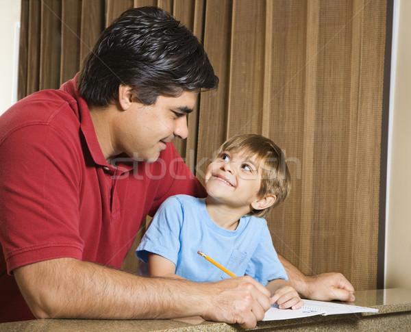 Filho pai hispânico lição de casa contato com os olhos crianças Foto stock © iofoto