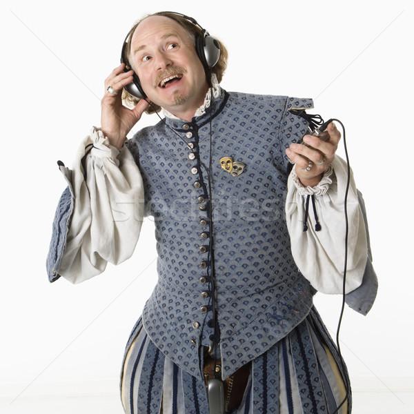 Dinleme kulaklık giyim mp3 çalar gülen adam Stok fotoğraf © iofoto