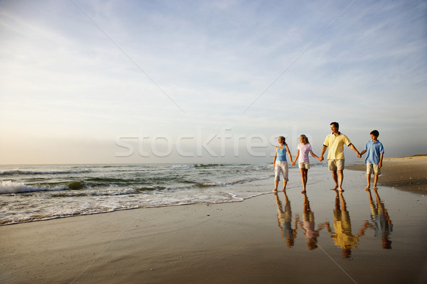 Famille marche plage mains eau fille Photo stock © iofoto