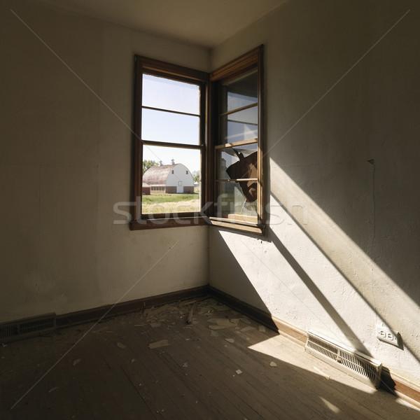 Venster lege kamer donkere muur hoek stockfoto iofoto 31675 stockfresh - Muur deco volwassen kamer ...