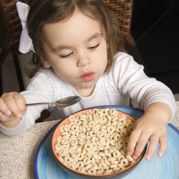 Ragazza mangiare cereali ciotola alimentare Foto d'archivio © iofoto