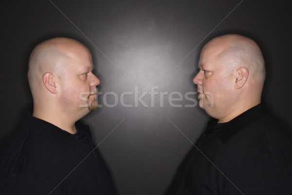 Iker férfiak bámul kaukázusi kopasz felnőtt Stock fotó © iofoto