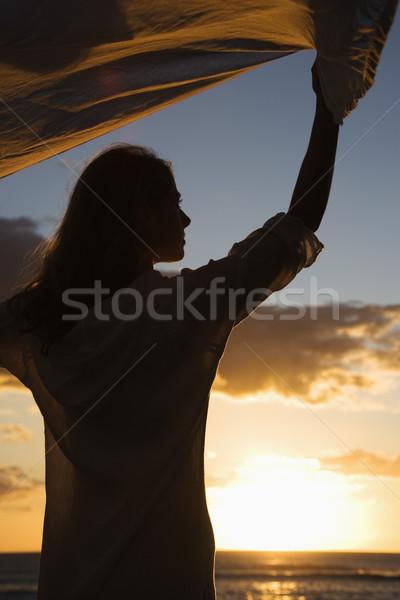 Nő naplemente vonzó kaukázusi magasra tart szövet Stock fotó © iofoto