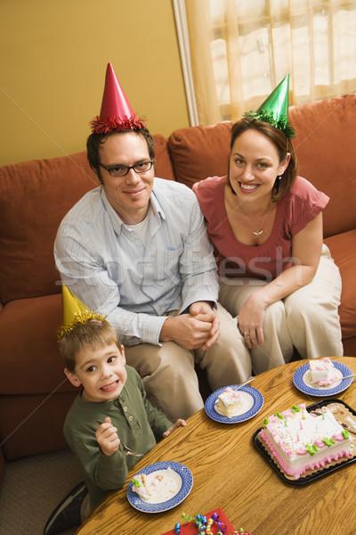 Aile yeme doğum günü pastası kafkas erkek ebeveyn Stok fotoğraf © iofoto