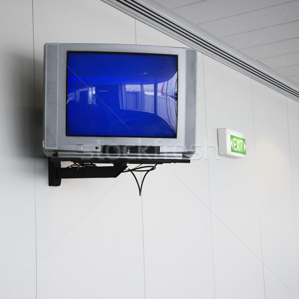 Bildschirm Display Wand Monitor exit sign Flughafen Stock foto © iofoto