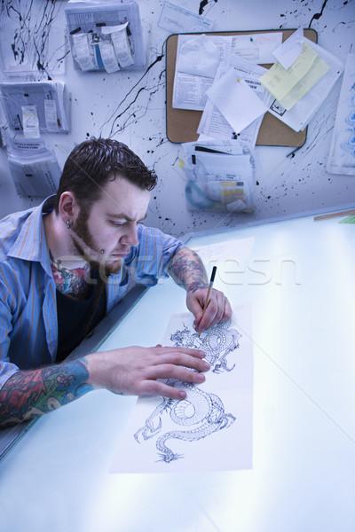Man tattoo kaukasisch mannelijke kunstenaar tekening Stockfoto © iofoto