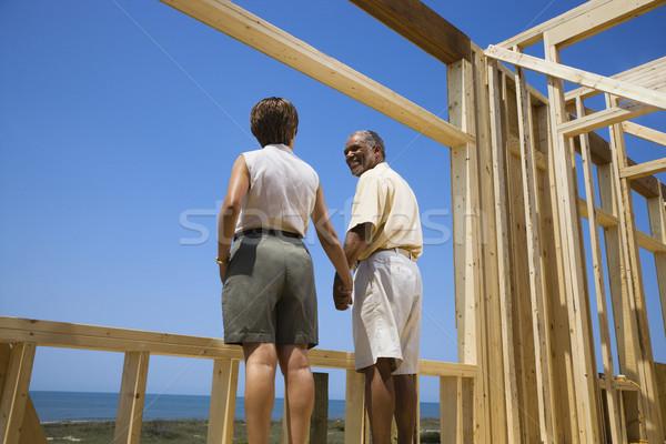 Para nowy dom w średnim wieku trzymając się za ręce Zdjęcia stock © iofoto