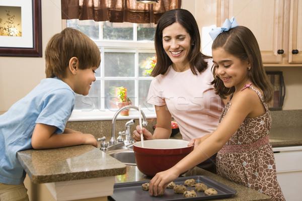 Famille cookies hispanique mère enfants Photo stock © iofoto