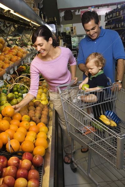 Famille épicerie Shopping parents fruits Photo stock © iofoto