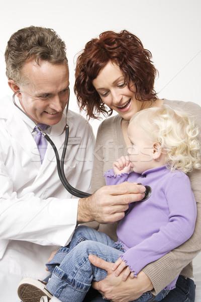 Criança exame médico adulto caucasiano médico do sexo masculino Foto stock © iofoto