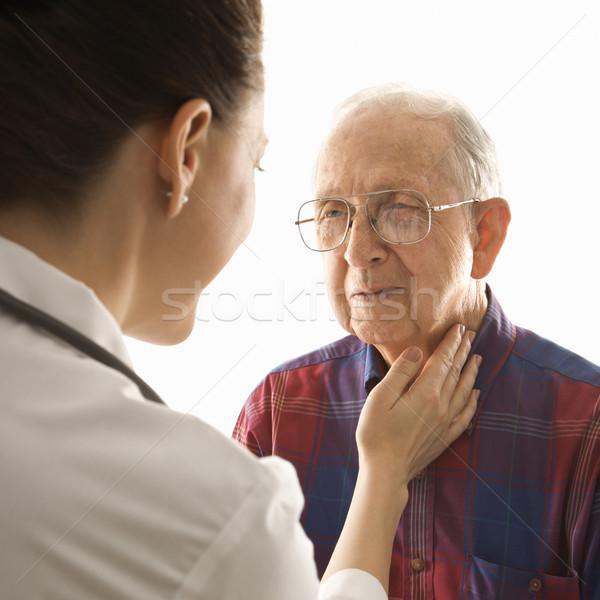 Orvos pulzus kaukázusi női idős férfiak Stock fotó © iofoto
