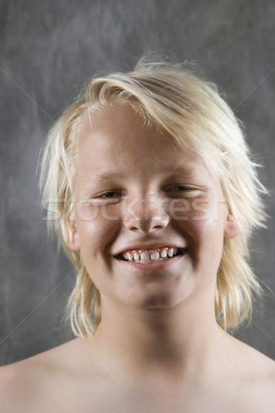 Mannelijke kaukasisch puber glimlachend portret kind Stockfoto © iofoto