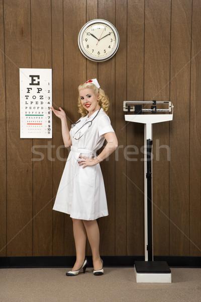 Retro enfermeira caucasiano feminino indicação olho Foto stock © iofoto