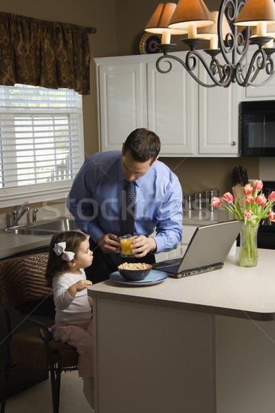 Photo stock: Père · fille · costume · utilisant · un · ordinateur · portable · ordinateur