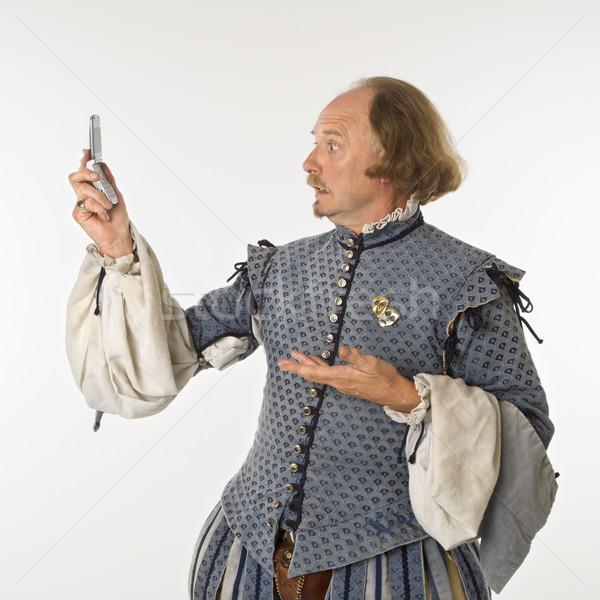 Guardando telefono abbigliamento cellulare tecnologia comunicazione Foto d'archivio © iofoto