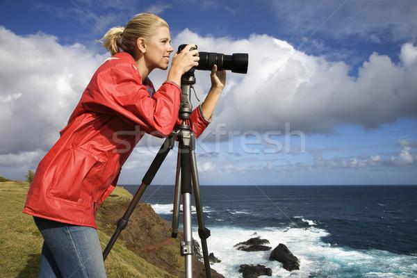 Nő elvesz képek kaukázusi néz kamera Stock fotó © iofoto