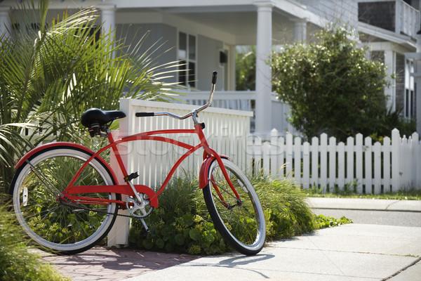 赤 自転車 家 ビーチ クルーザー フェンス ストックフォト © iofoto