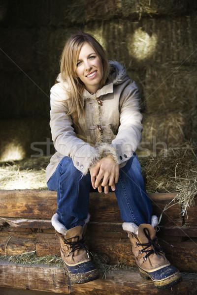 女性 乾草 納屋 白人 座って ストックフォト © iofoto