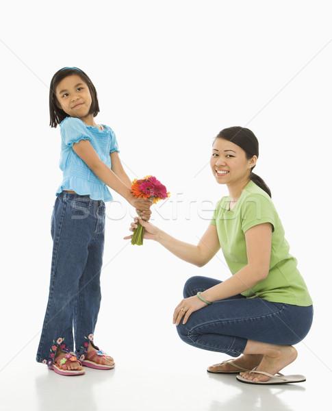 Hija madre flores Asia nina ramo Foto stock © iofoto