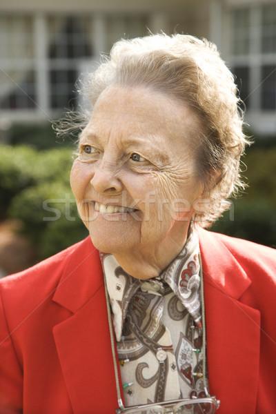 Сток-фото: красный · пальто · улице · улыбаясь · портрет