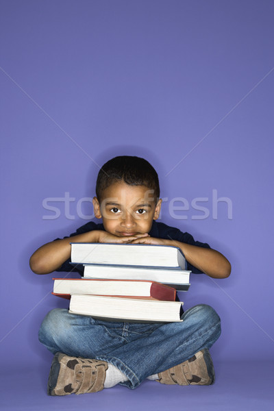 Chłopca posiedzenia książek mężczyzna dziecko Zdjęcia stock © iofoto