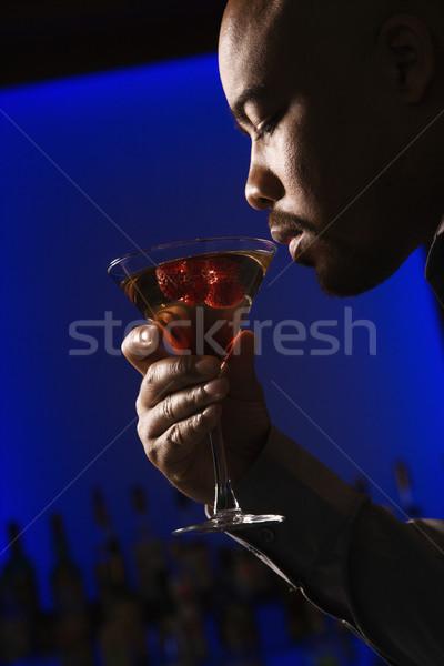 Hombre potable martini perfil bar Foto stock © iofoto