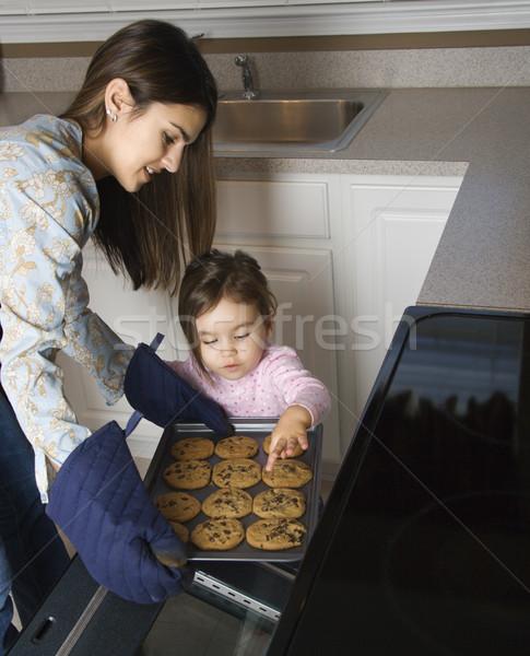 Сток-фото: матери · дочь · кавказский · Cookies · из