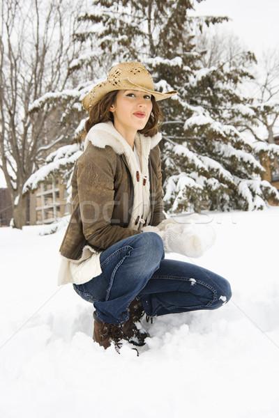 Nő guggol kaukázusi fiatal felnőtt női néz Stock fotó © iofoto