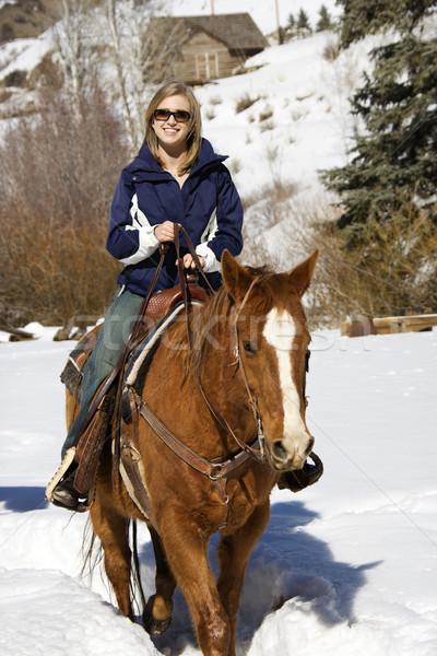 Vrouw paardrijden sneeuw jonge kaukasisch glimlachend Stockfoto © iofoto