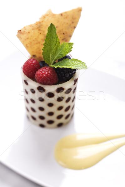 Fruto copo de folhas elegante exibir Foto stock © iofoto