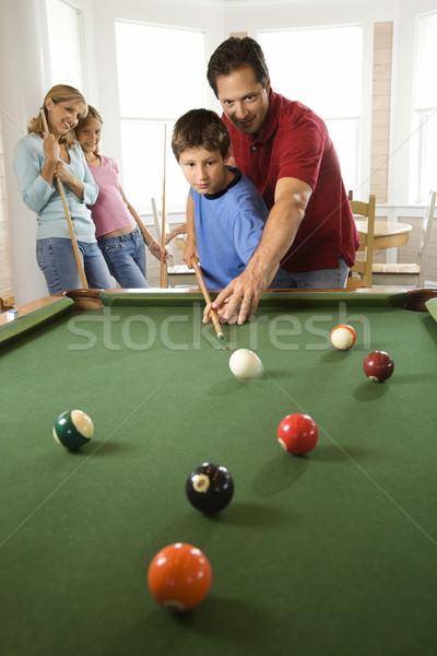 Familie spielen Pool Zimmer Mann Junge Stock foto © iofoto