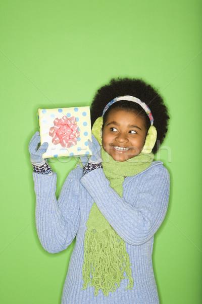 Lány ajándék afroamerikai tél ruházat tart Stock fotó © iofoto