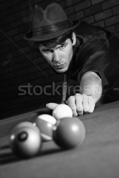 Rétro Homme tir billard adulte Photo stock © iofoto