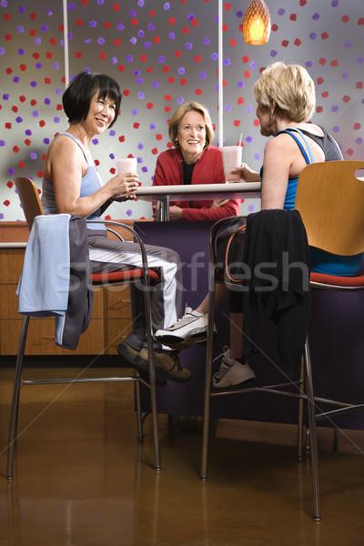 Nők fitnessz kávézó érett ázsiai kaukázusi Stock fotó © iofoto