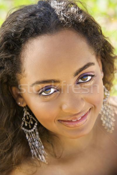Jovem mulher bonita africano americano mulher contato com os olhos Foto stock © iofoto