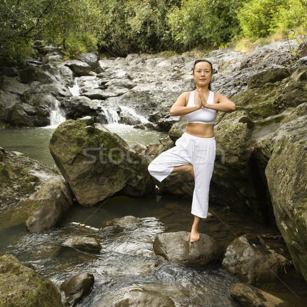 Asian donna yoga americano bilanciamento torrente Foto d'archivio © iofoto