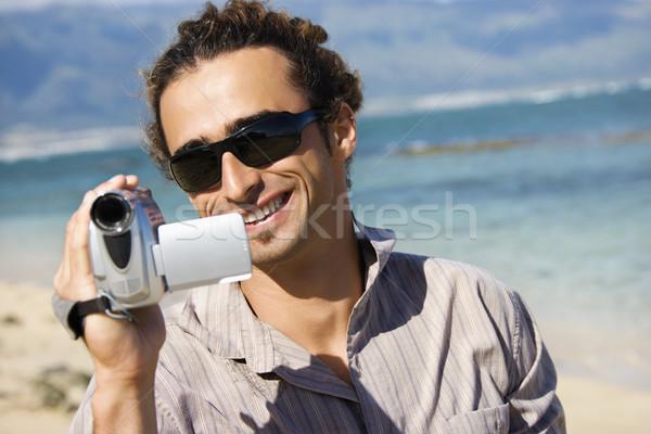 Homme caméra vidéo plage pointant couleur Photo stock © iofoto